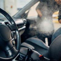 Limpieza del interior del coche: cómo desinfectar el coche de empresa